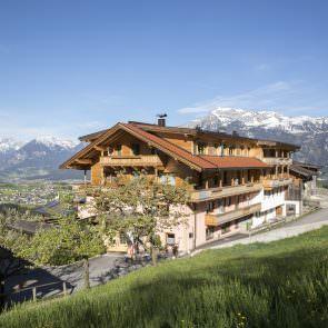 Pinzgerhof im Bergpanorama