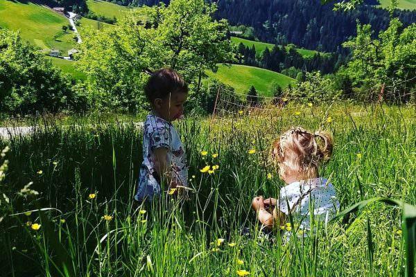 Kinder in Wiese am Pinzgerhof